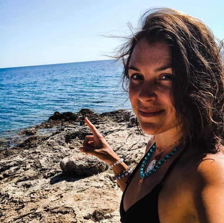 132 | Bio-Hacker Ximena de la Serna Explains How Women Can Act Assertive But Stay Feminine